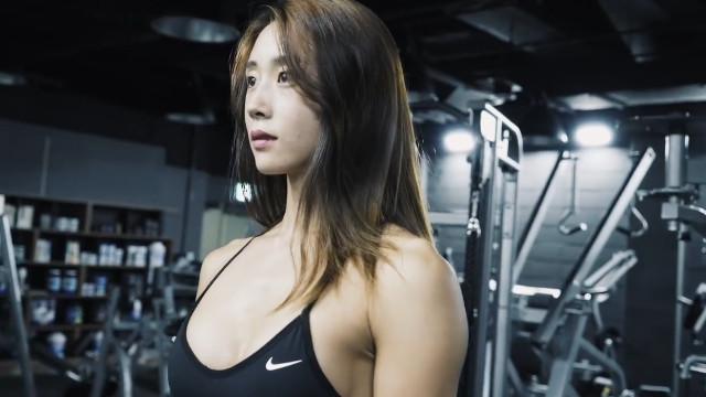 好想去这个健身房!韩国健身美女超火辣超性感