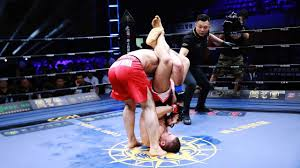 老外两拳像铁锤故意砸胸口,中国退伍军人被惹毛倒挂金钩拿下对手