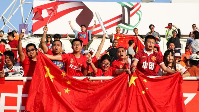 太振奋人心!中国球迷赛后高歌狂欢 引外媒围观
