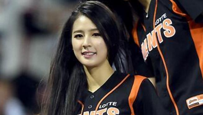 身材一级棒!韩国拉拉队小姐姐安智贤热舞