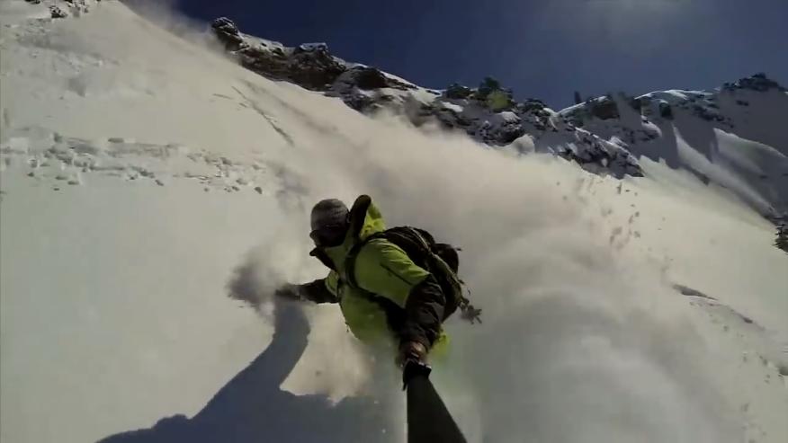 惊险!滑雪时遭遇雪崩大危机!