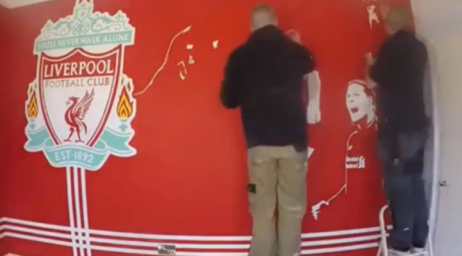 绝对的死忠!走近利物浦球迷的房间