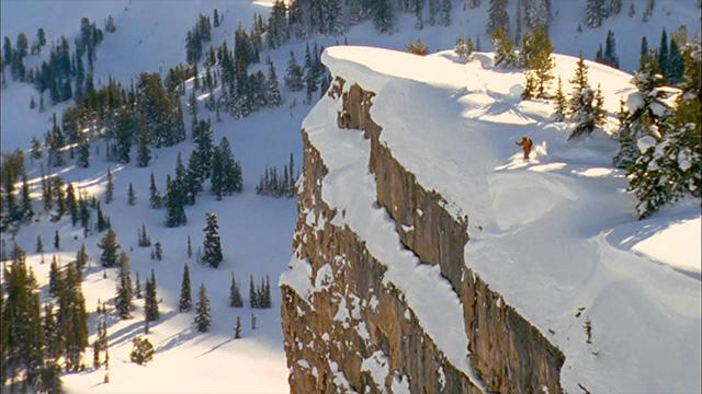 不走寻常路!滑雪高手皮埃尔挑战80米悬崖