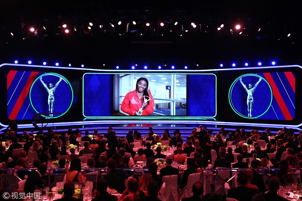美国体操名将西蒙尼·贝尔斯被授予最佳女运动员.jpg