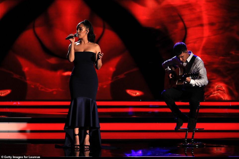 去年人气暴涨的青年歌手Jorja Smith献唱.jpg
